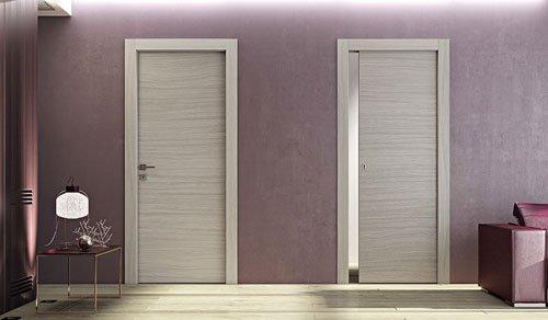due porte di color beige in un appartamento