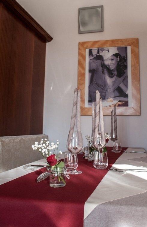 tavolo da pranzo coperto