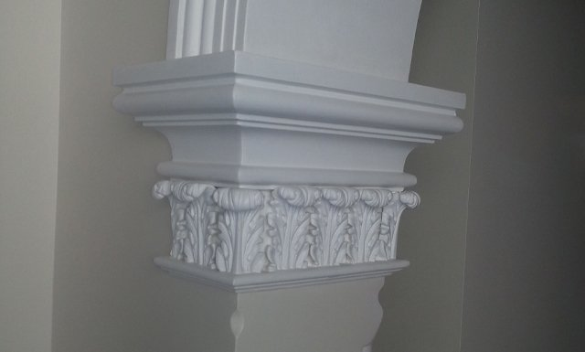 pillar with leaves design