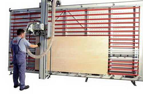 Servizio taglia legno con sezionatrice verticale professionale a Palermo