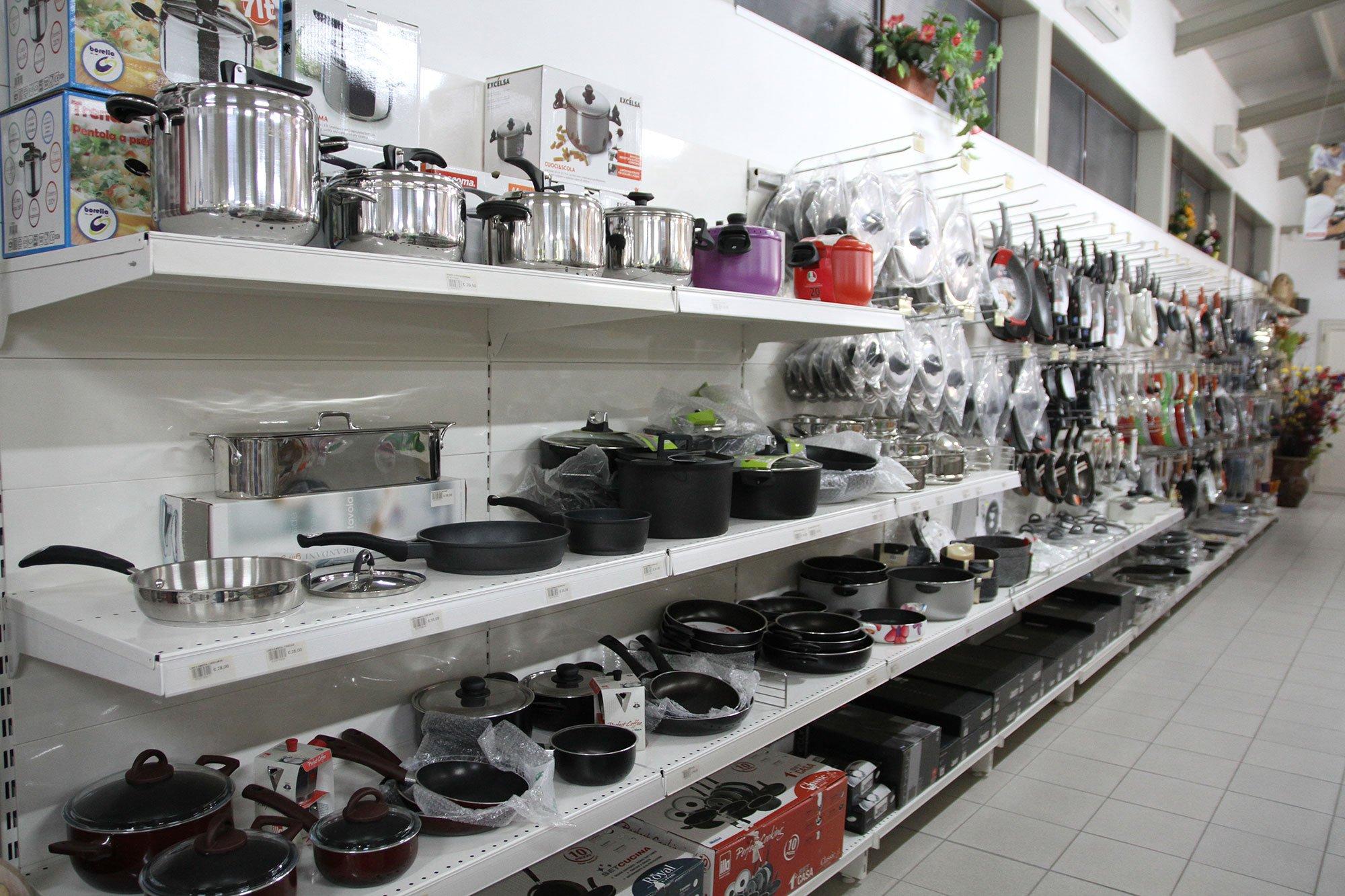 esposizione articoli da cucina