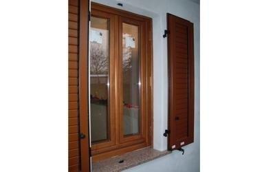 Montaggio finestra e persiana