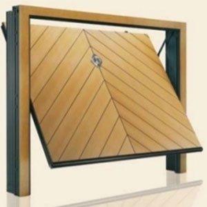 porta di un garage in legno