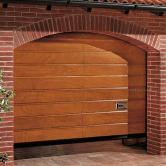 porta in legno marrone di un garage