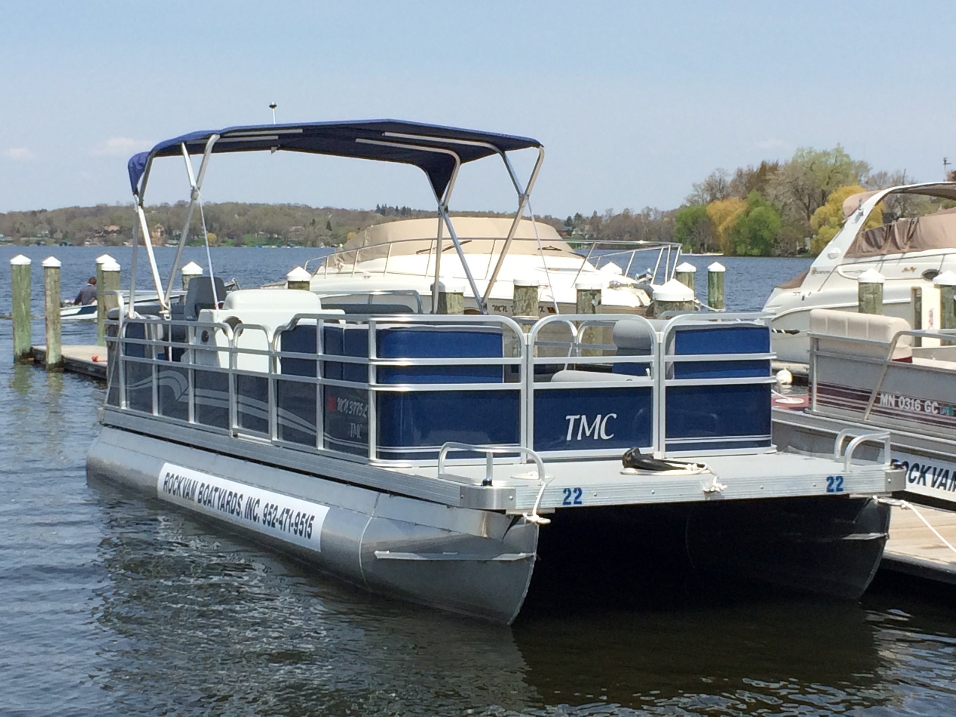 Lake minnetonka boat rental pontoon rentals fishing boat for Lake fishing boats