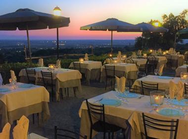 Ristorante le due lune ristorante con terrazza roma rm - Ristorante con tavoli all aperto roma ...