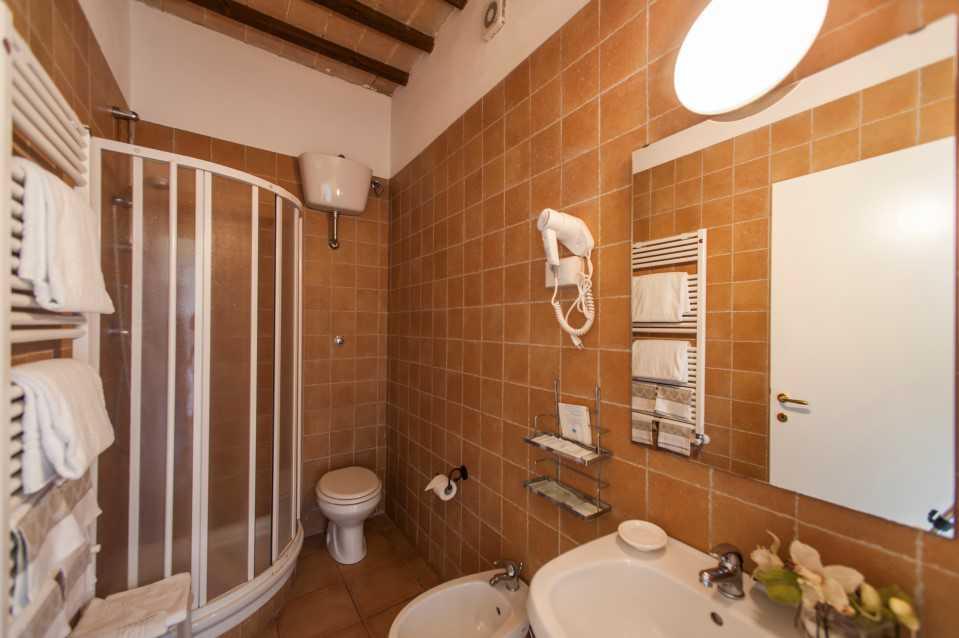 grande bagno con doccia