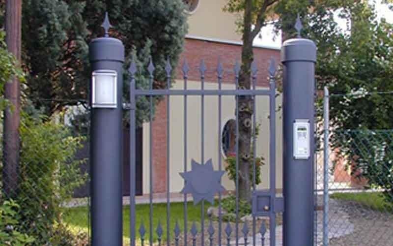 cancello metallico singola anta nero