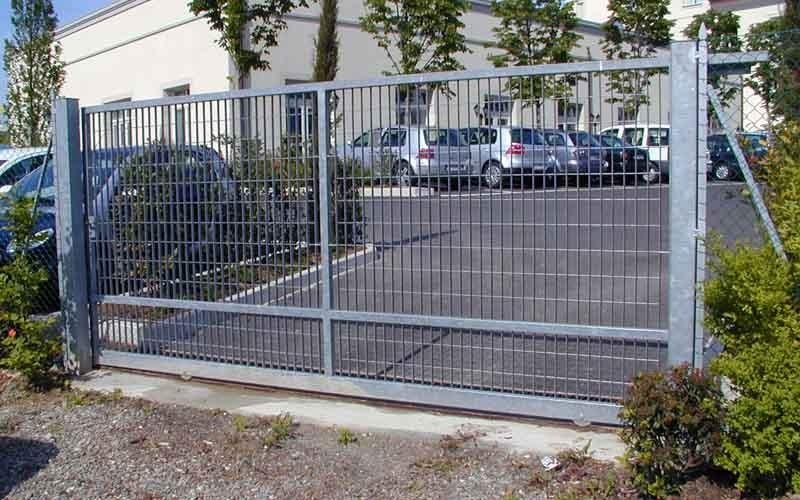 cancello scorrevole chiaro