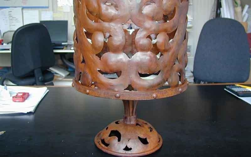 lampada da tavolo in metallo
