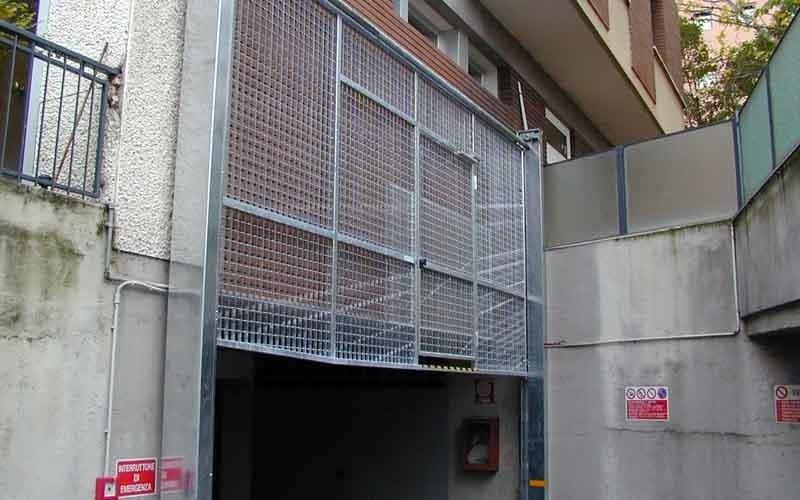 cancello particolare aperto