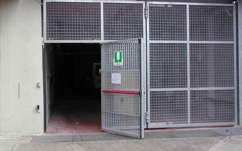 cancello particolare per negozi.