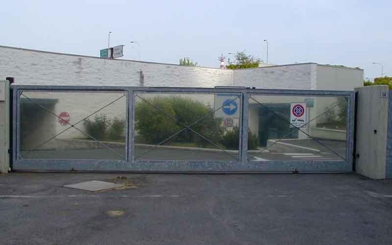 cancello scorrevole industri chiuso