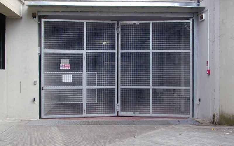 cancello particolare a scorrimento garage