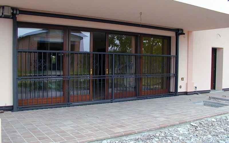 cancello particolare nero