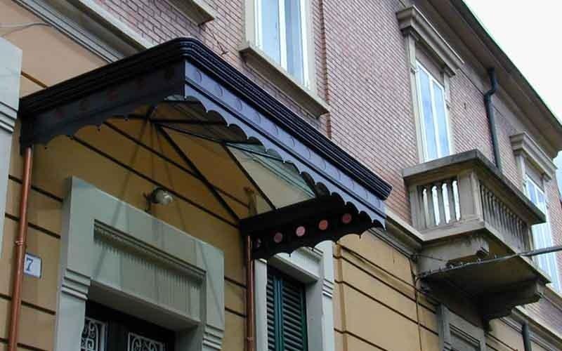 copertura in ferro battuto