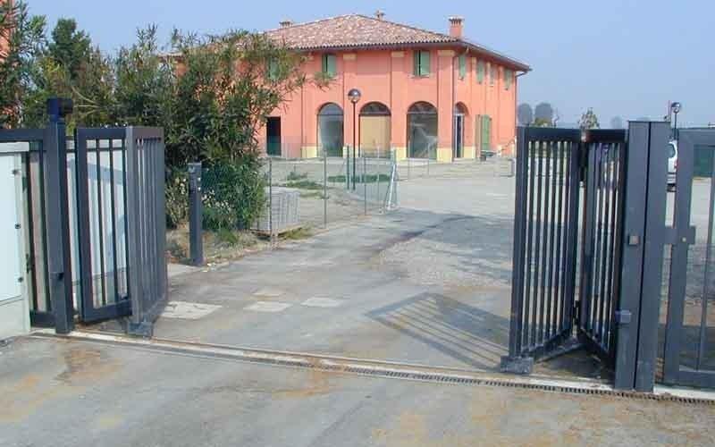 cancello scorrevole aperto