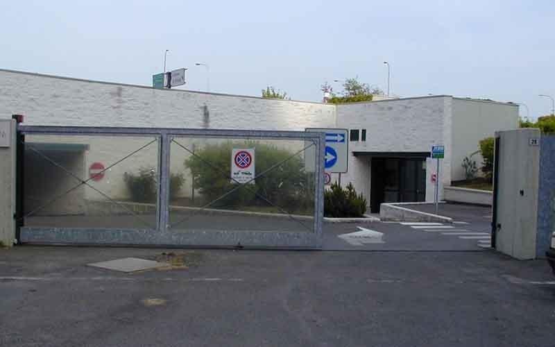 cancello scorrevole industri aperto