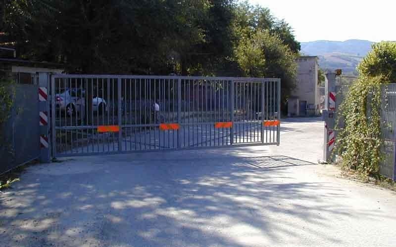 cancello particolare fabbricato