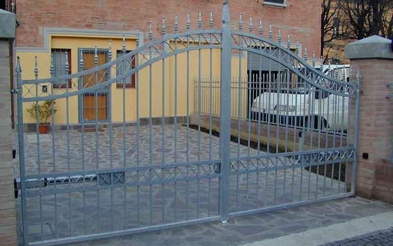 cancello metallico doppia anta automatico