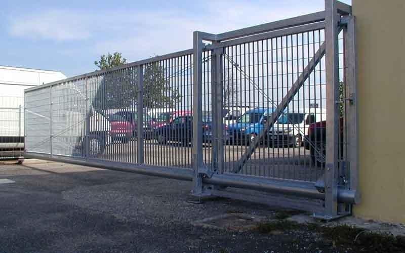 scorrimento cancello