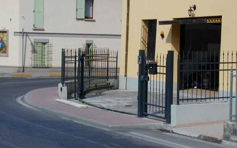 cancello particolare arrotondato casa