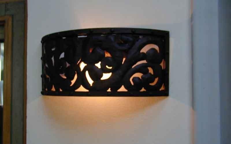 lampada da muro in ferro battuto