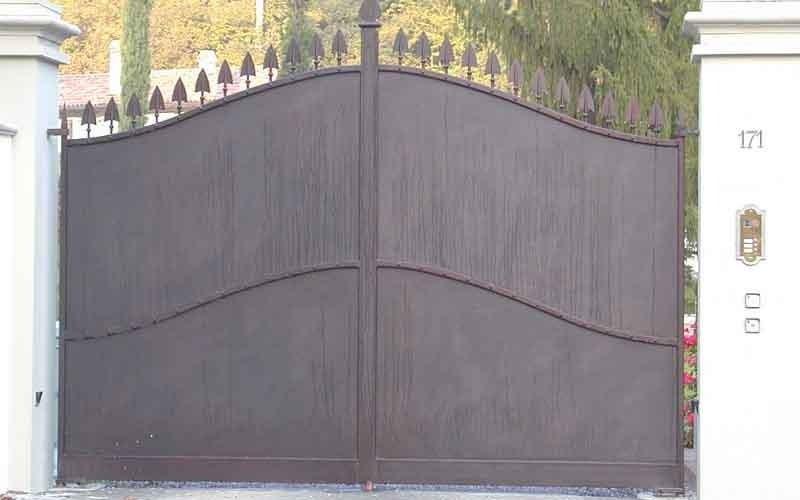 cancello metallico doppia anta classico