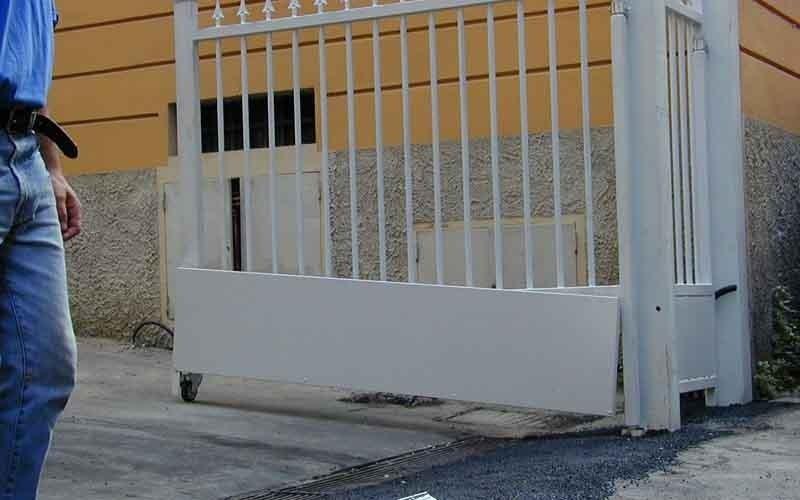 cancello scorrevole a sbarre