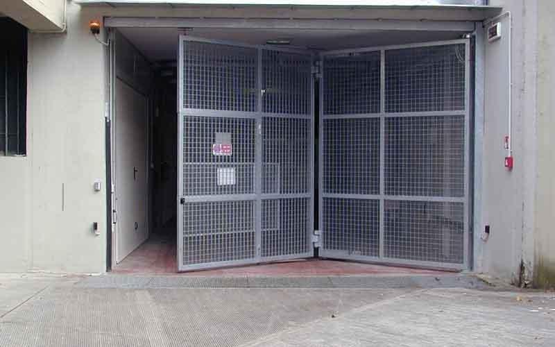 cancello particolare garage chiuso