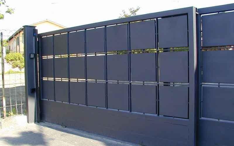 cancello scorrevole nero quadri