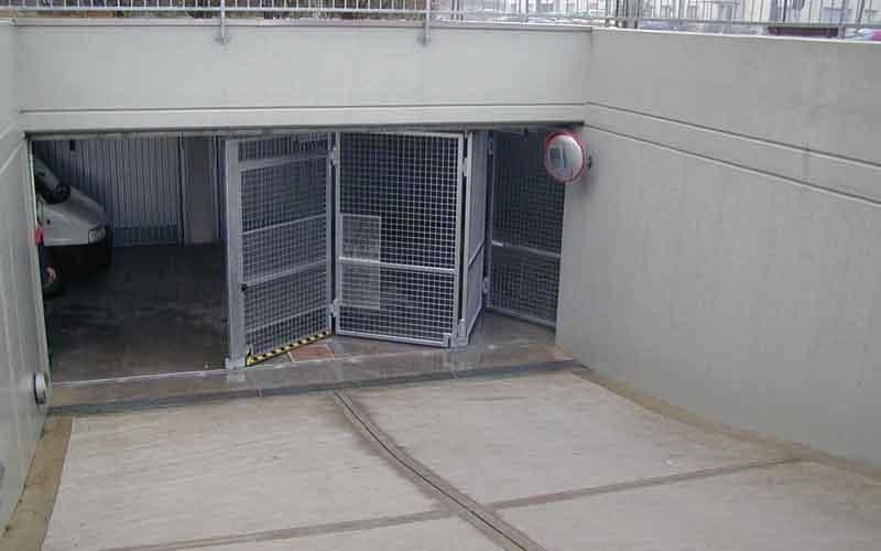 cancello parcheggi in apertura