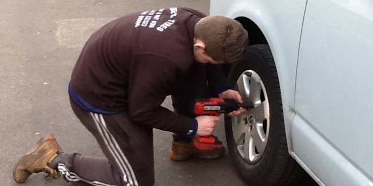Expert tyre fitting