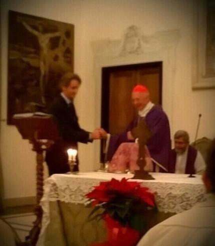 Dott. Prof. Paolo Brunamonti Binello in un momento di profonda emozione come presidente dei Medici Cattolici e Sua Eminenza Cardinal Bagnasco