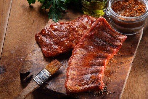 carne cotta con accanto ingredienti