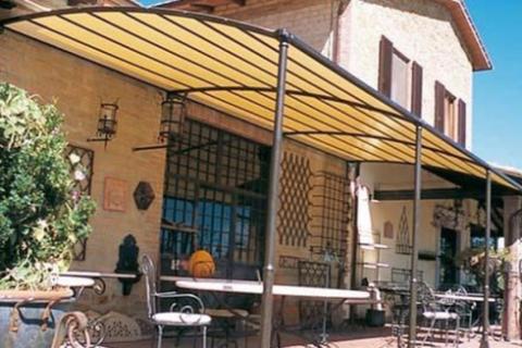 Pergolati in ferro copertura PVC fissa