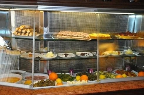 vetrina dolci e specialità