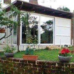 Veranda con tetto in legno