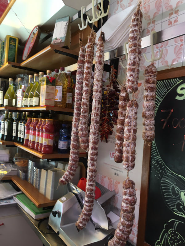 dei salami appesi