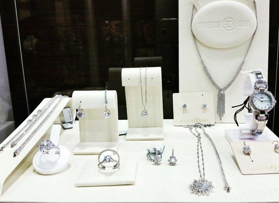 bijoux in argento e zirconi