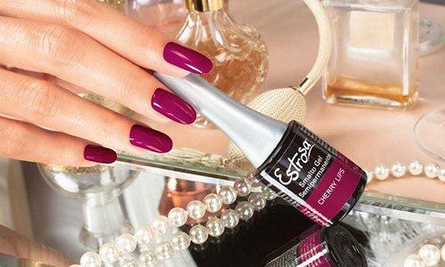 Colori che realzaran la bellezza delle sue mani dopo una manicure fatta con prodotti di prima qualità