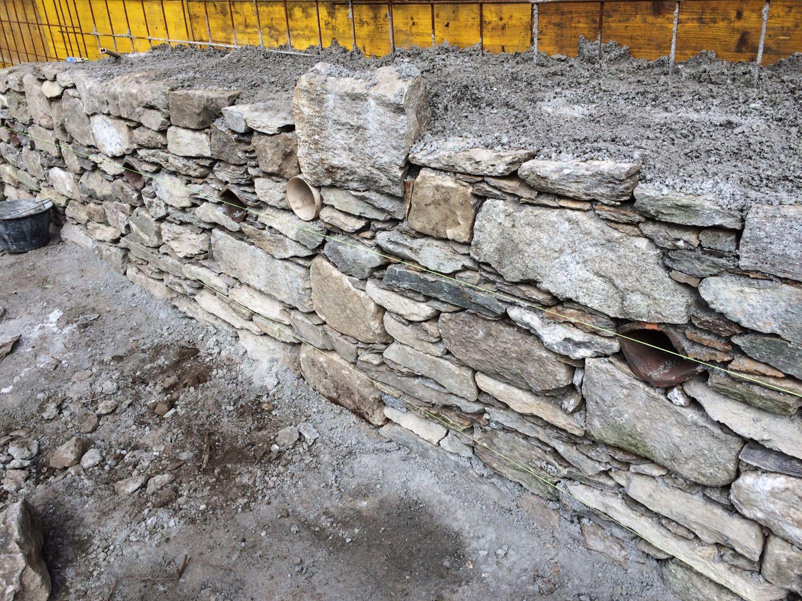muro di pietre una sopra l'altra