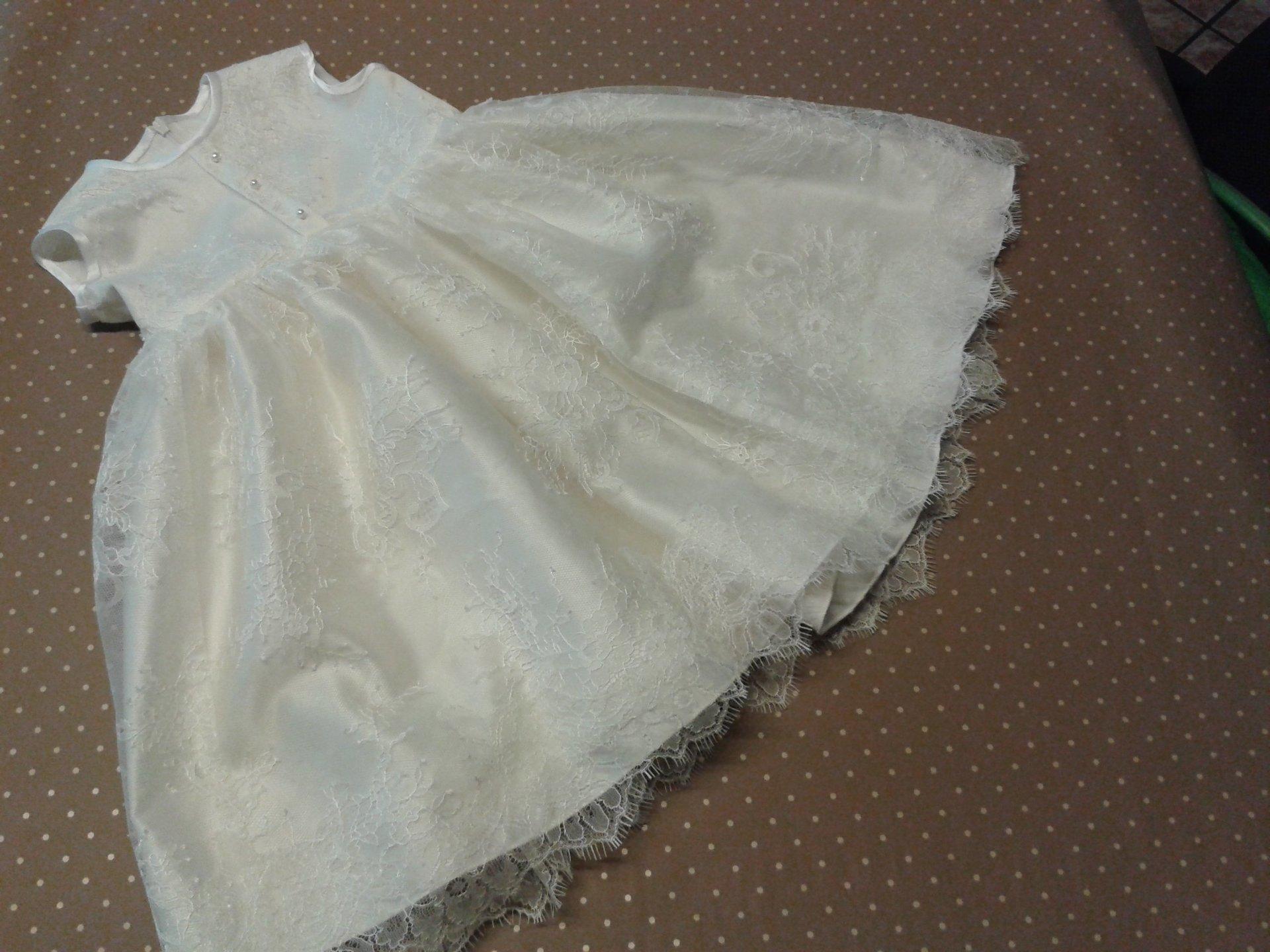 vestito bianco da bambina perlato con  fiori ricamati