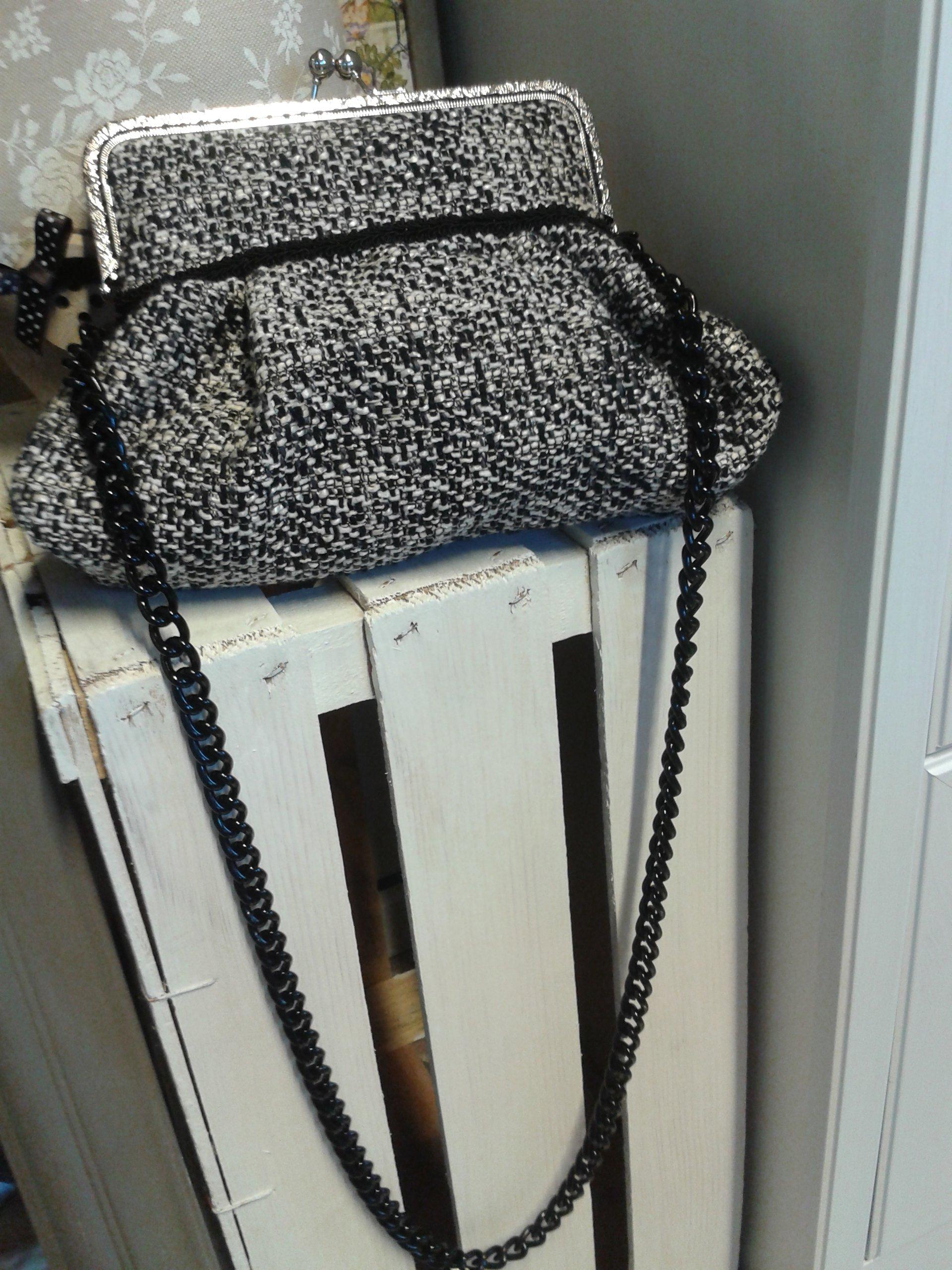 borsa a maglia con lunga catenella nera