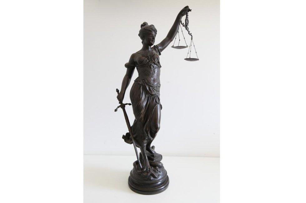 Symbolic statue