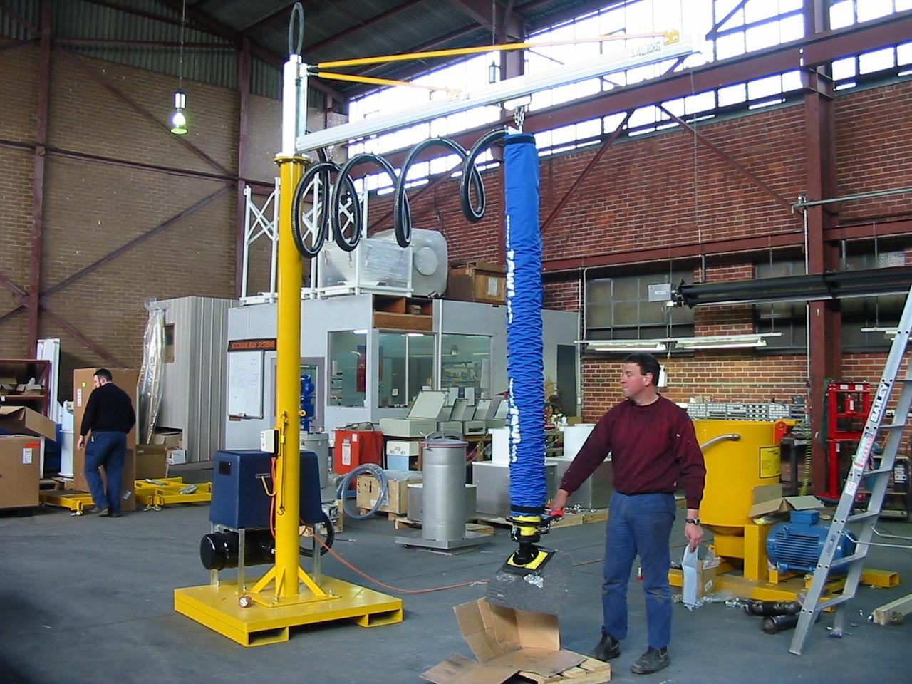 A vacuum lifting expert