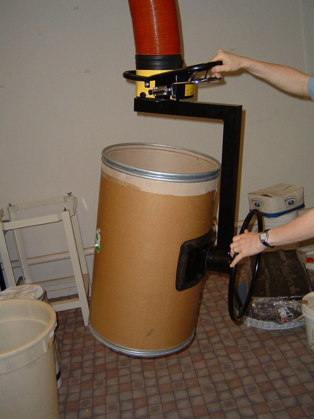 Expert demonstrates vacuum lifting in NZ