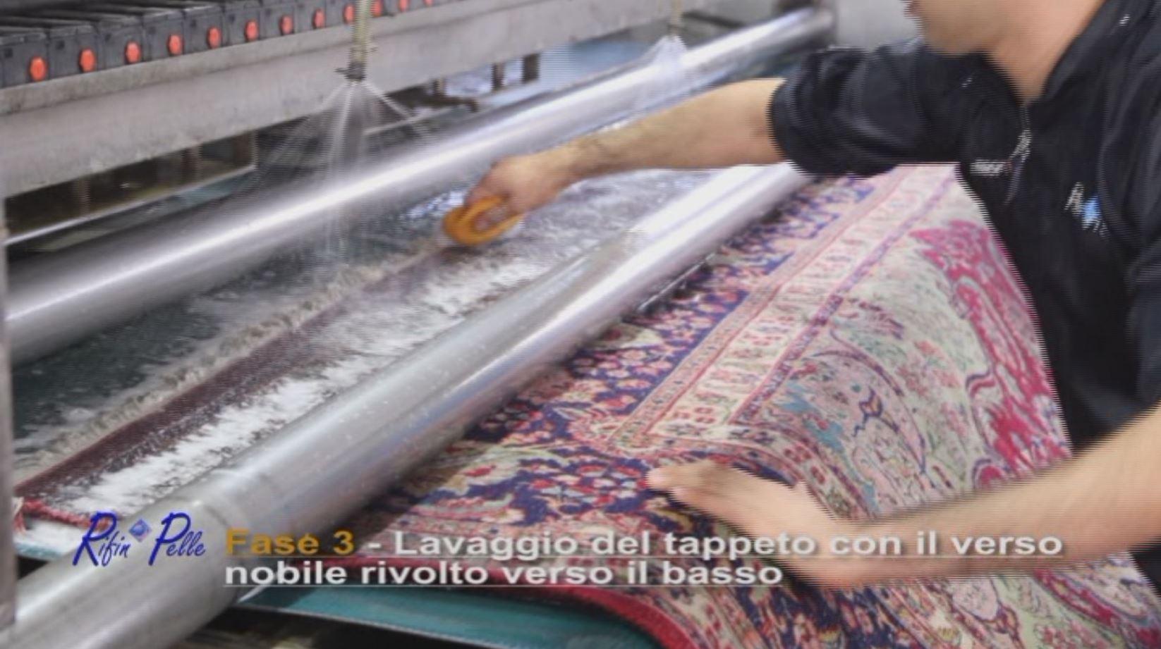 Lavaggio del tappeto con il verso nobile rivolto verso il basso