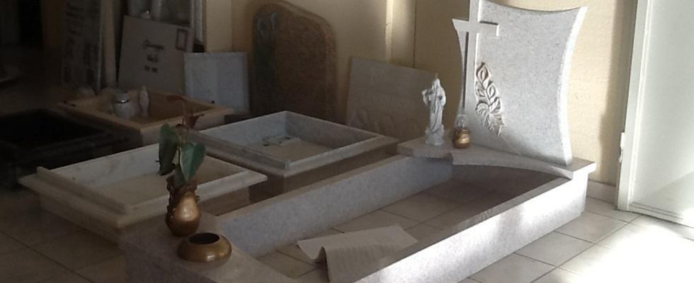 lavorazione marmo per lapidi e tombe