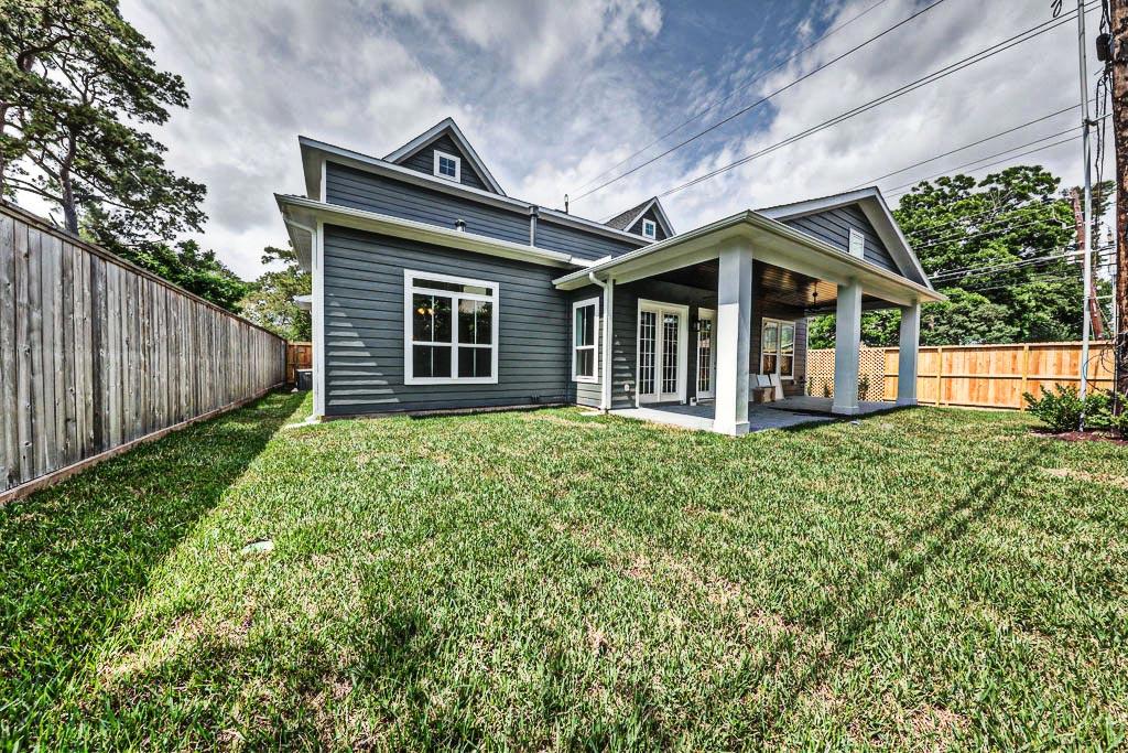 Wood custom homes houston tx gallery for Custom texas homes